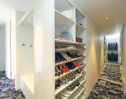 Perfect Way To Make Walk-in Custom Built Wardrobes To Feel Organised With Quality Built Wardrobes